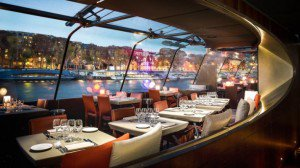 bateaux-parisiens-croisiere-diner-bateaux-parisiens-salle-dressee-jp-salle-b6242-300x168.jpg